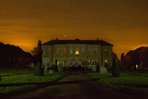 Hotel Pictures: Chambres d'Hôtes Château de Sérans - Atelier Balias, Écouché