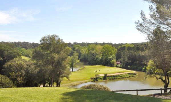 Hotel Pictures: Les Domaines de Saint Endreol Golf & Spa Resort, La Motte