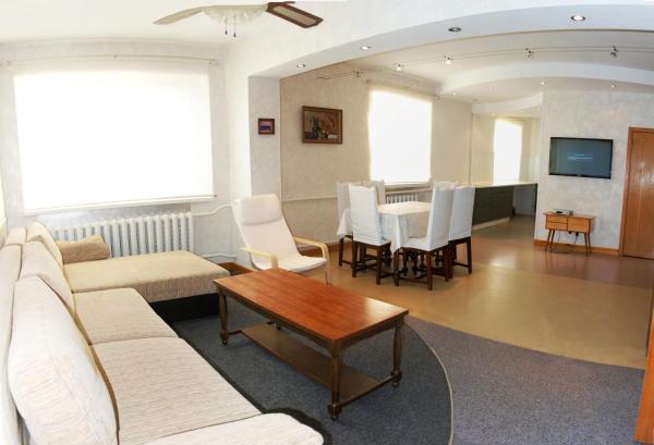 Hotel Pictures: Solnechnaya Ratomka Cottage, Ratomka