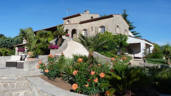 Hotel Pictures: La Bastide Des Senteurs, Peymeinade