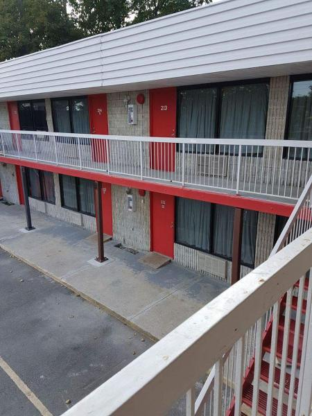 Hotel Pictures: New Plaza Motel, Toronto