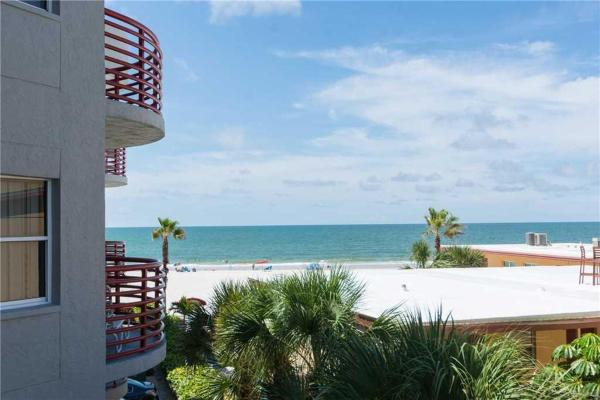 Hotellbilder: Crimson - Two Bedroom Apartment - 205, St Pete Beach