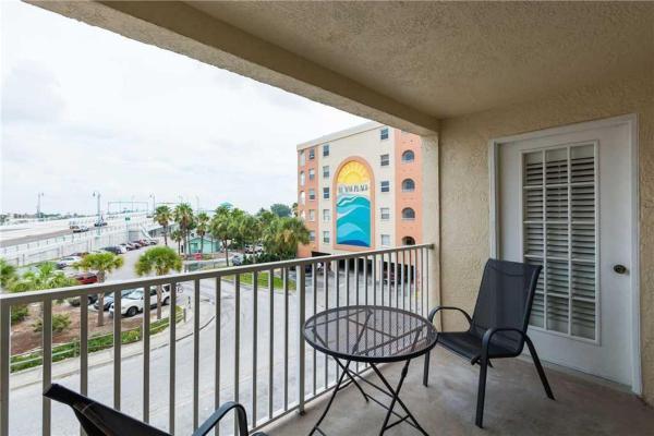Hotellbilder: Beach Place - Two Bedroom Apartment - 202, St Pete Beach