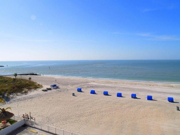 Hotellbilder: Beach Place - Three-Bedroom Apartment - 411, St Pete Beach