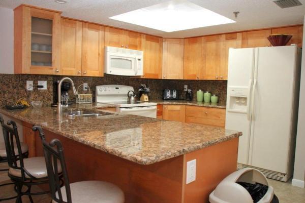 Фотографии отеля: Las Brisas - Three-Bedroom Apartment - 104, Сант Пит Бич