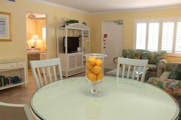 Фотографии отеля: Surf Song - Two Bedroom Apartment - 224, Сант Пит Бич