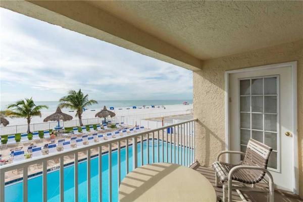 Hotelbilleder: Beach Place - Three-Bedroom Apartment - 106, St Pete Beach