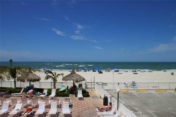 Hotellbilder: Beach Place - Three-Bedroom Apartment - 107, St Pete Beach