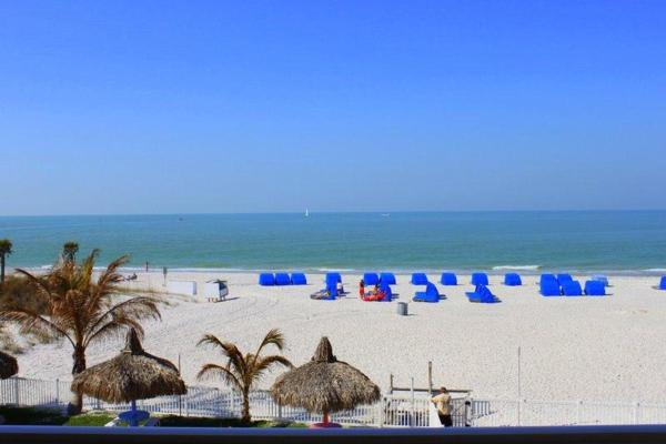 Hotelbilleder: Beach Place - Three-Bedroom Apartment - 207, St Pete Beach