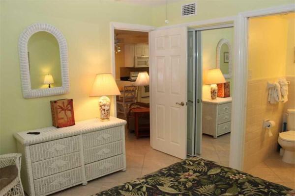 Hotellbilder: Surf Song - Two Bedroom Apartment - 119, St Pete Beach