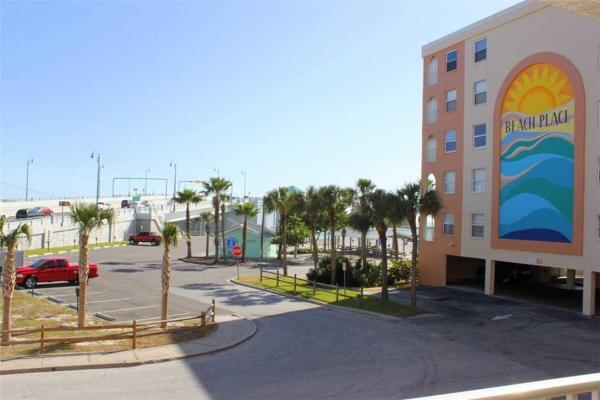 酒店图片: Beach Place - Two Bedroom Apartment - 102, 圣徒皮特海滩