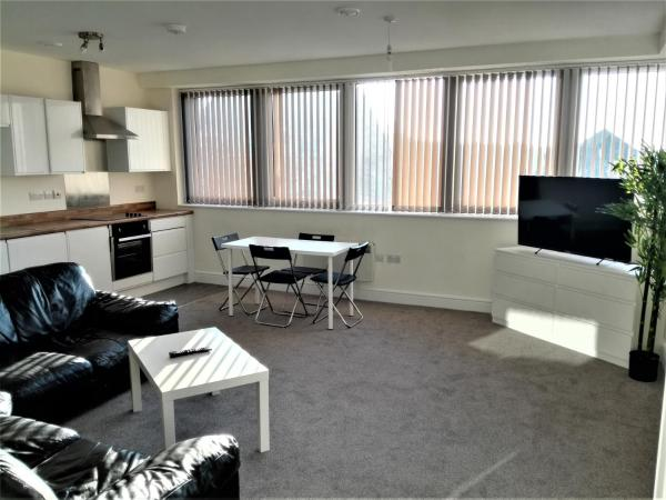Hotel Pictures: 2 Bed Centre Apartments, Swindon