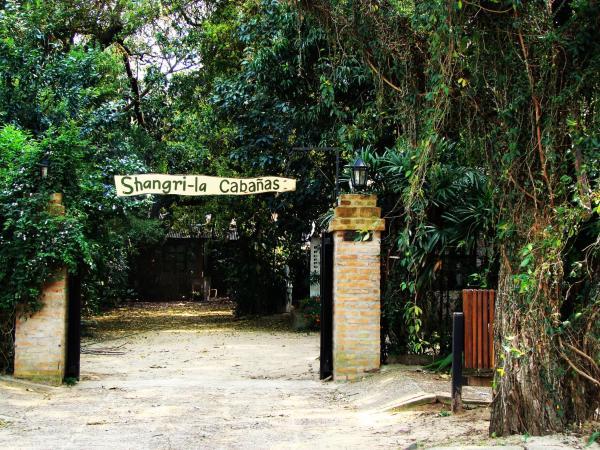 Hotel Pictures: Cabañas Shangri-La, Ituzaingó
