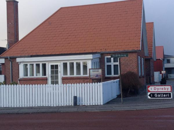Hotel Pictures: Guest House Happynes, Henne