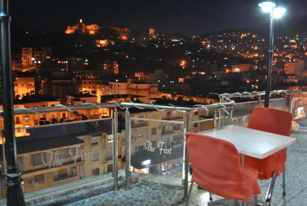 Hotellbilder: Hotel The First, Gjirokastër