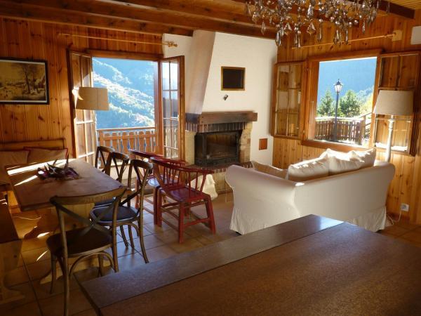 Hotel Pictures: Chalet - 3 bedrooms + Garage, La Tzoumaz