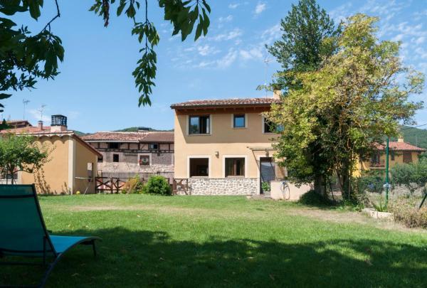 Hotel Pictures: Casa Rural Acebal, Santurde