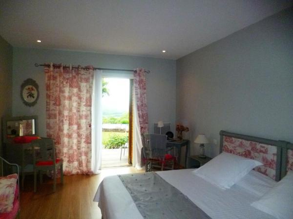Hotel Pictures: Chambre D'Hotes Le Ponsonnet, Saint-Cyprien-sur-Dourdou