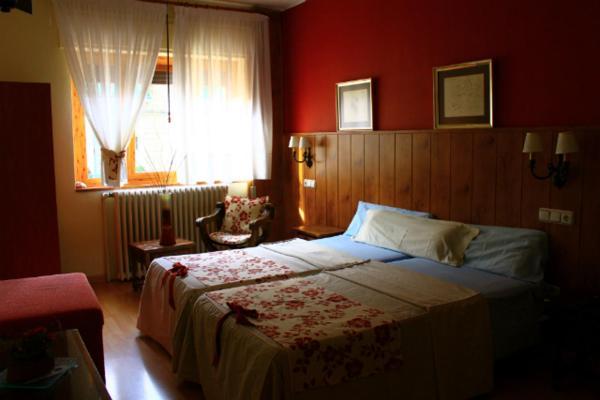 Hotel Pictures: Hostal Escartín, Sabiñánigo