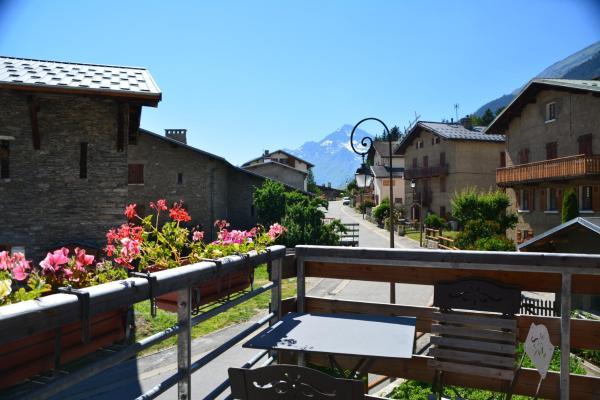 Hotel Pictures: Le Petit Bonheur, Lanslevillard