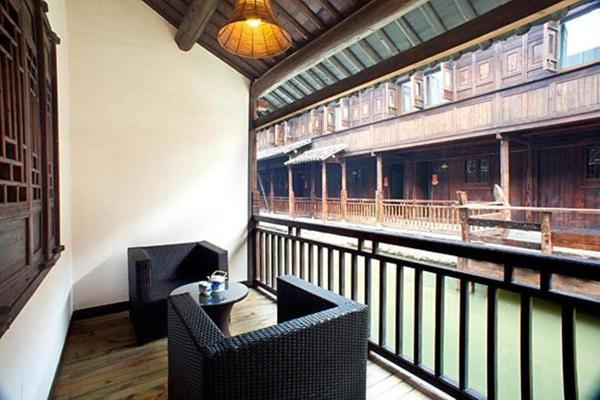 Hotel Pictures: Waterside Resort, Tongxiang