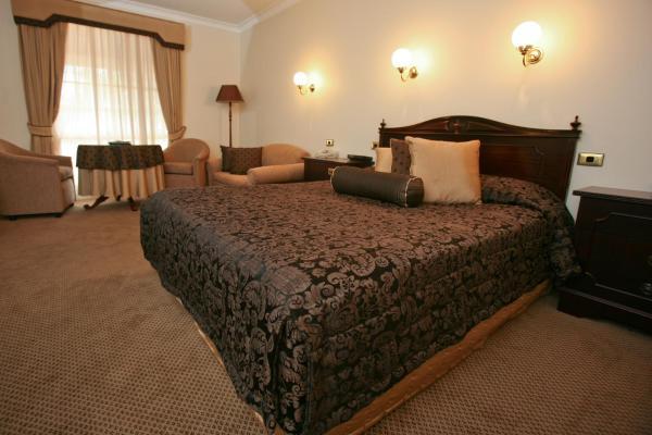 Superior Queen Suite (Upstairs)