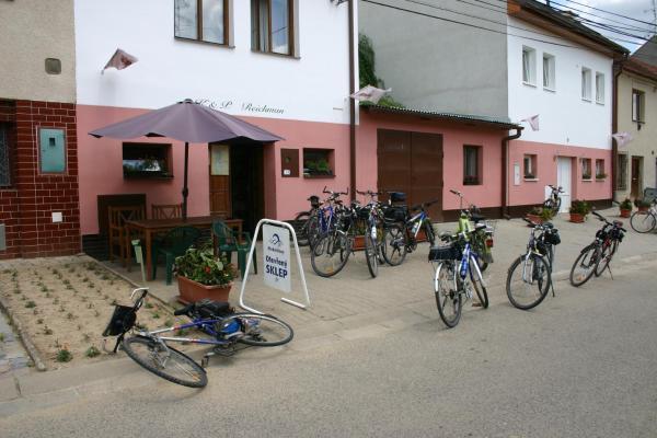 Hotel Pictures: Apartmany nad Sklepem, Velké Pavlovice