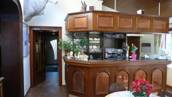 Hotel Pictures: Hotel Restaurant A La Couronne D'Or, Bourbach-le-Bas