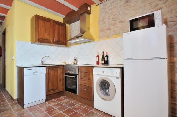 Hotel Pictures: Masia Casa Roja, Banyeres del Penedes