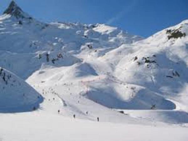 Hotel Pictures: Appartement 2/6 personnes Pied Pistes Montagne Pla Adet - Saint Lary Soulan, Saint-Lary-Soulan