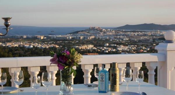 Hotel Pictures: Ibiza Castillo Blanco, Can Furnet