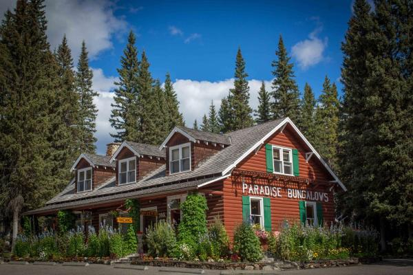 Hotel Pictures: Paradise Lodge and Bungalows, Lake Louise