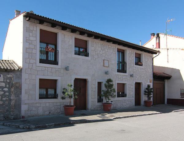 Hotel Pictures: Apartamentos Turísticos los Abuelos, Montemayor de Pililla
