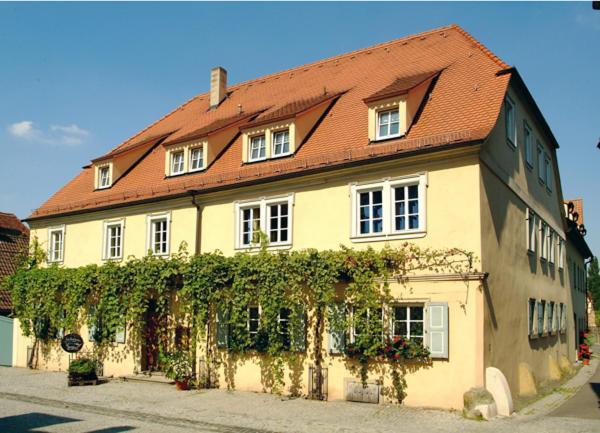 Hotel Pictures: Weingut Gästehaus Weigand, Iphofen