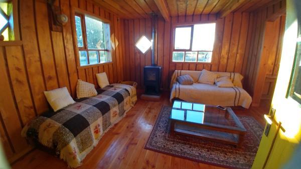 Hotel Pictures: Puerto Elvira, Huillinco