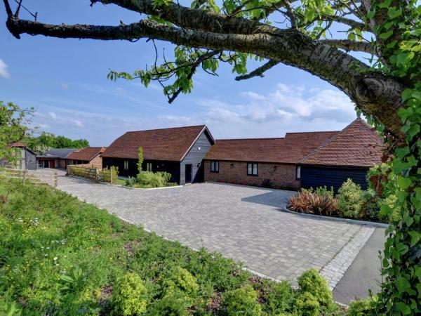 Hotel Pictures: Tile Lodge Barn, Charing