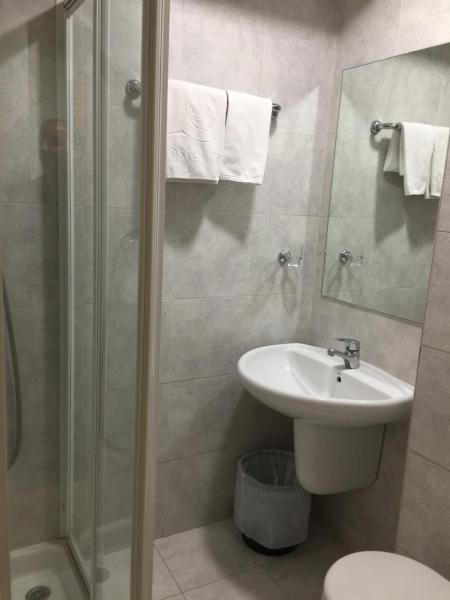 Single Room with Private Bathroom - No Daily Cleaning
