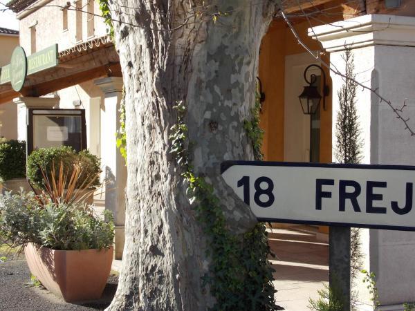 Hotel Pictures: Au Relais Provencal, Bagnols-en-Forêt