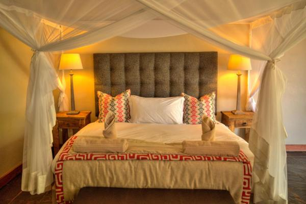 Hotel Pictures: Thamalakane River Lodge, Maun