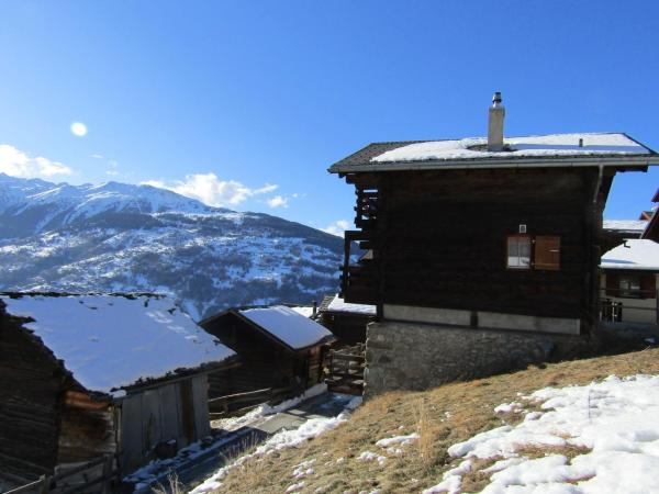 "Hotel Pictures: Chalet ""Chez Claudine et Charles"", Mase"