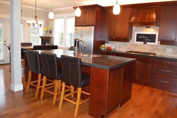 Hotel Pictures: Beautiful 4BD Home by the Bay, Brentwood Bay