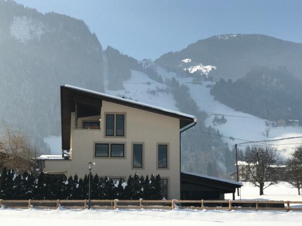 Hotel Pictures: Zillerblick, Schwendau