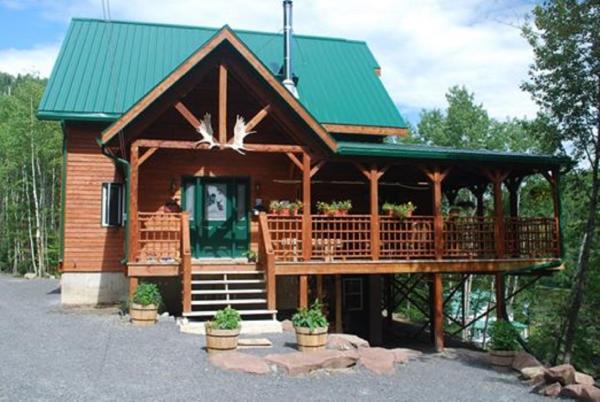 Hotel Pictures: Auberge de la Rivière Matapédia - Matapédia River Lodge, Routhierville