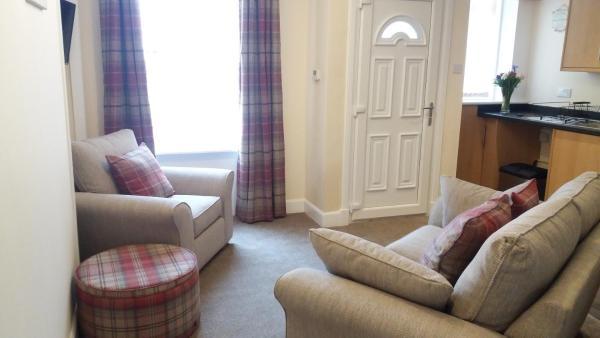 Hotel Pictures: Lochinvar - 16 Gowan Avenue, Falkirk