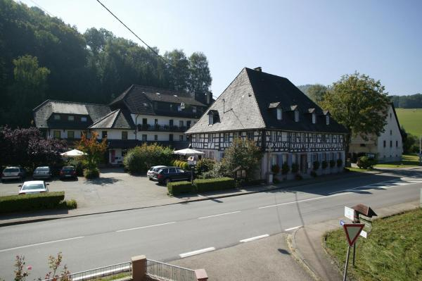 Hotel Pictures: Landidyll Hotel zum Kreuz, Glottertal