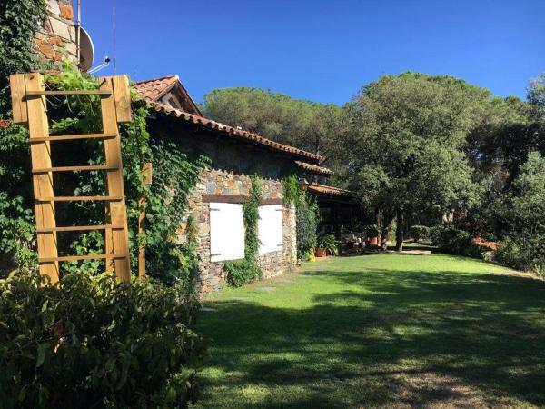 Hotel Pictures: The Spanish Cottages, Sant Pere de Vilamajor