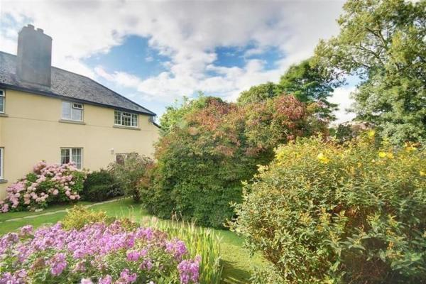 Hotel Pictures: Coach House Cottage, Barnstaple