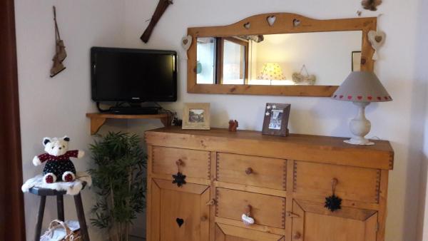 Hotel Pictures: Appartement cosy style montagne proche lac, Saint-Jorioz