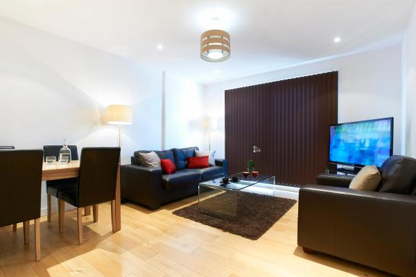 Hotel Pictures: Watford Centre - Spacious Penthouse, Watford