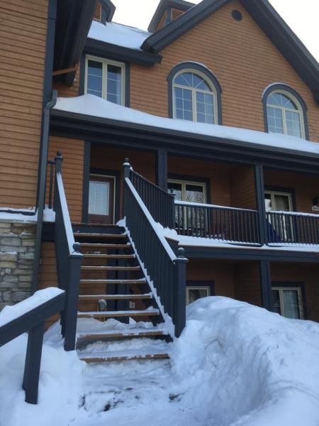 Hotel Pictures: Les Manoirs 124-4, ski-out, Mont-Tremblant